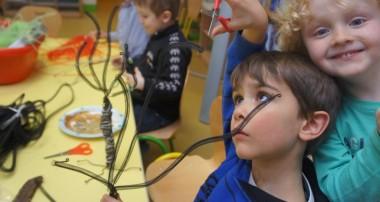 Mars 2014 – Les enfants en pleine création pour la vente aux enchères en faveur de Forest&Life