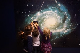 «La minute de Véronique» – Le thème scientifique de l'année avec les MS et GS: L'univers!