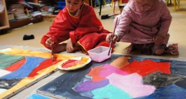 Les enfants réalisent et exposent leurs œuvres d'art