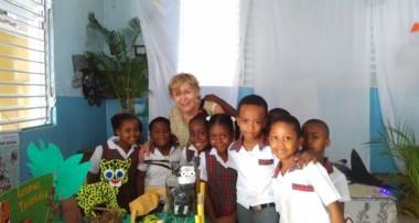 « La Minute de Véronique » – Le voyage en Haïti au Collège de Catts Pressoir/1°Symposium International de l'Education à Port-au-Prince.