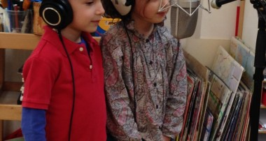 «La Minute de Véronique» – 24 mars 2015 – L'enregistrement de la chanson des enfants «Ice-Nous Sommes les Glaciologues de la Maison de L'Enfant»!