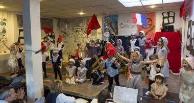 «La Minute de Véronique»-La comédie musicale en anglais 'LES MIS'-24 juin 2016